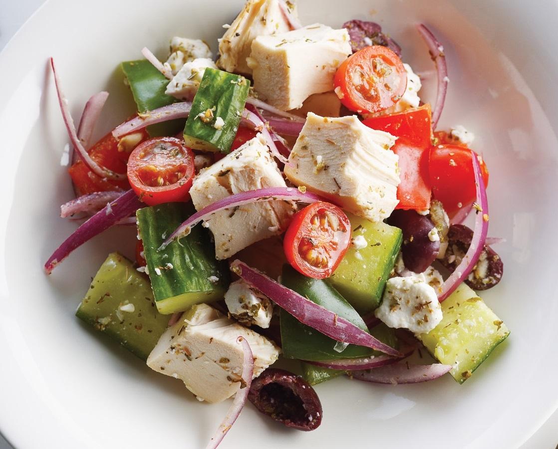 ensalada griega es una exquisita ensalada para cualquier noche de verano