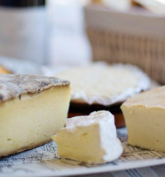 Una sencilla y apetitosa mesa de quesos